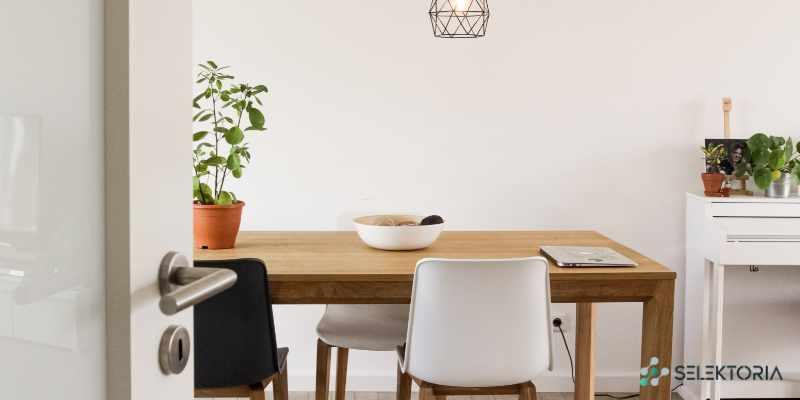 eetkamertafel de nieuwe basis tijdens huiswerken